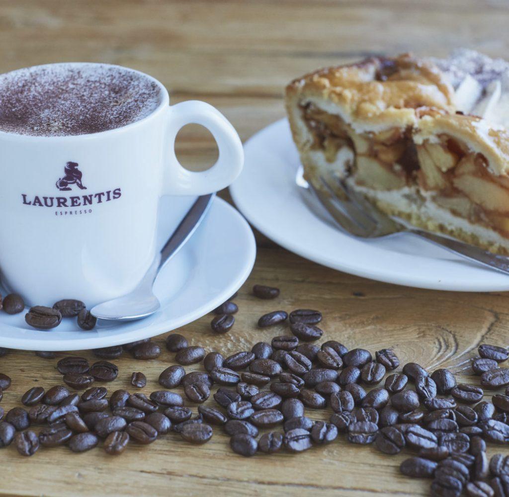 Foto van koffie met gebak
